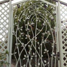 Steel-Gates-and-Fence-Creations-Tullamarine-Attwood-Campbellfield-Broadmeadows-VICrosevine2